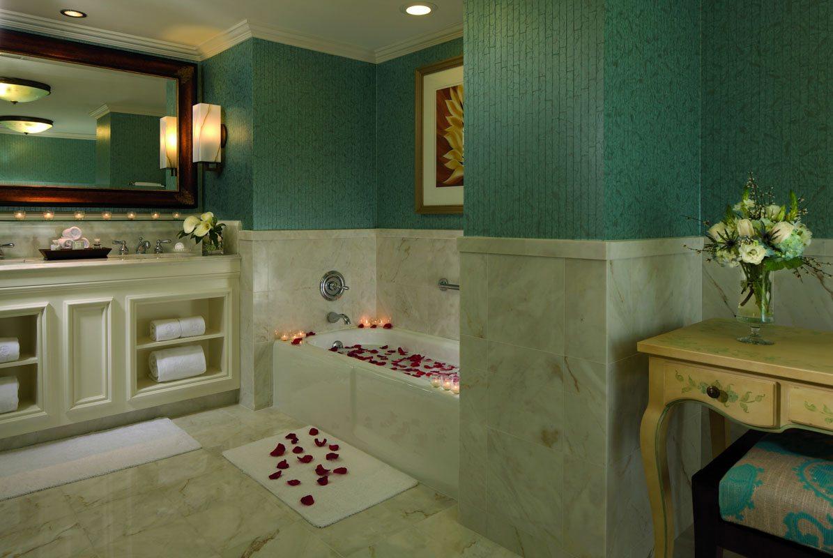 rc-orlando-executive-suite-bathroom