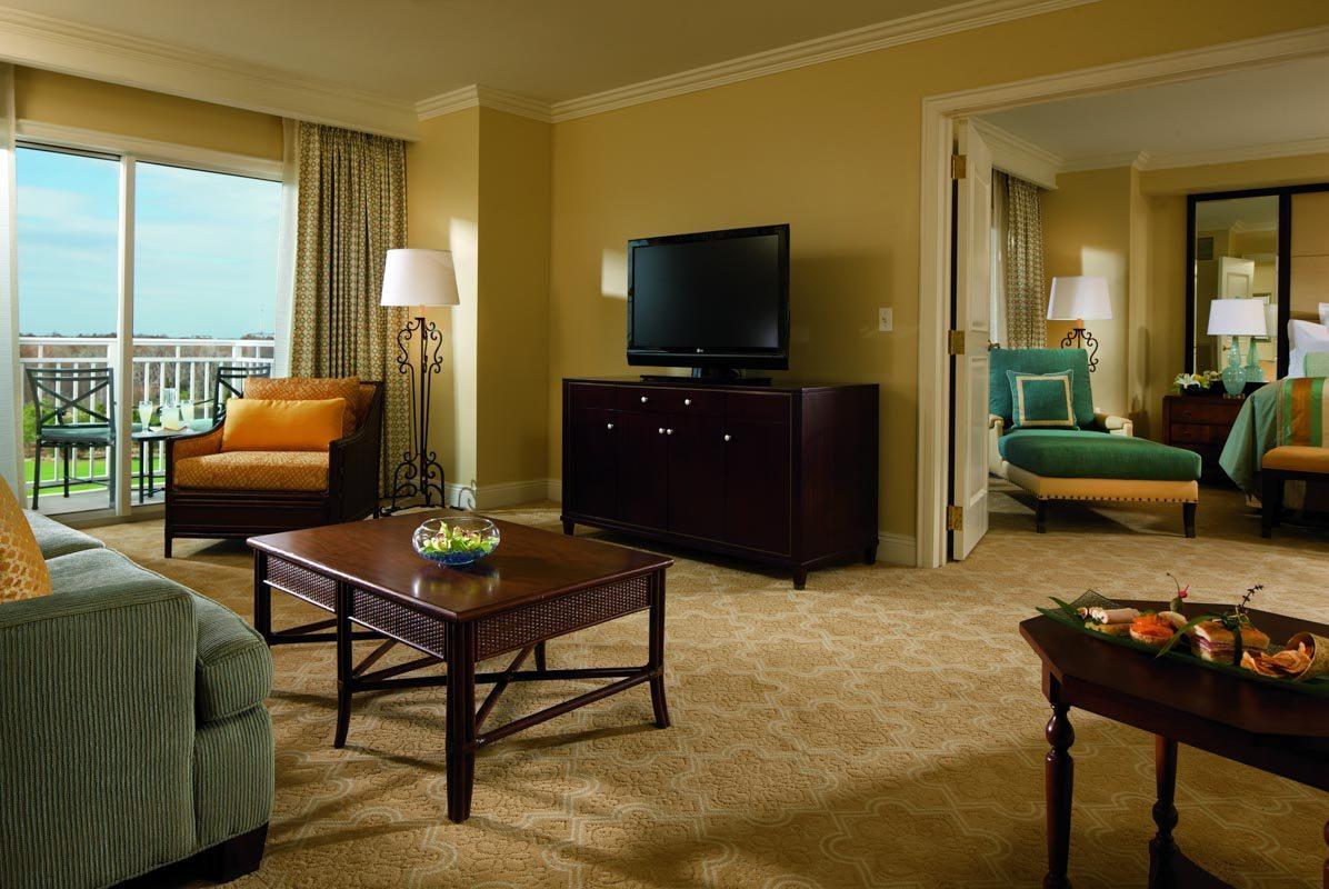 rc-orlando-executive-suite-living-room