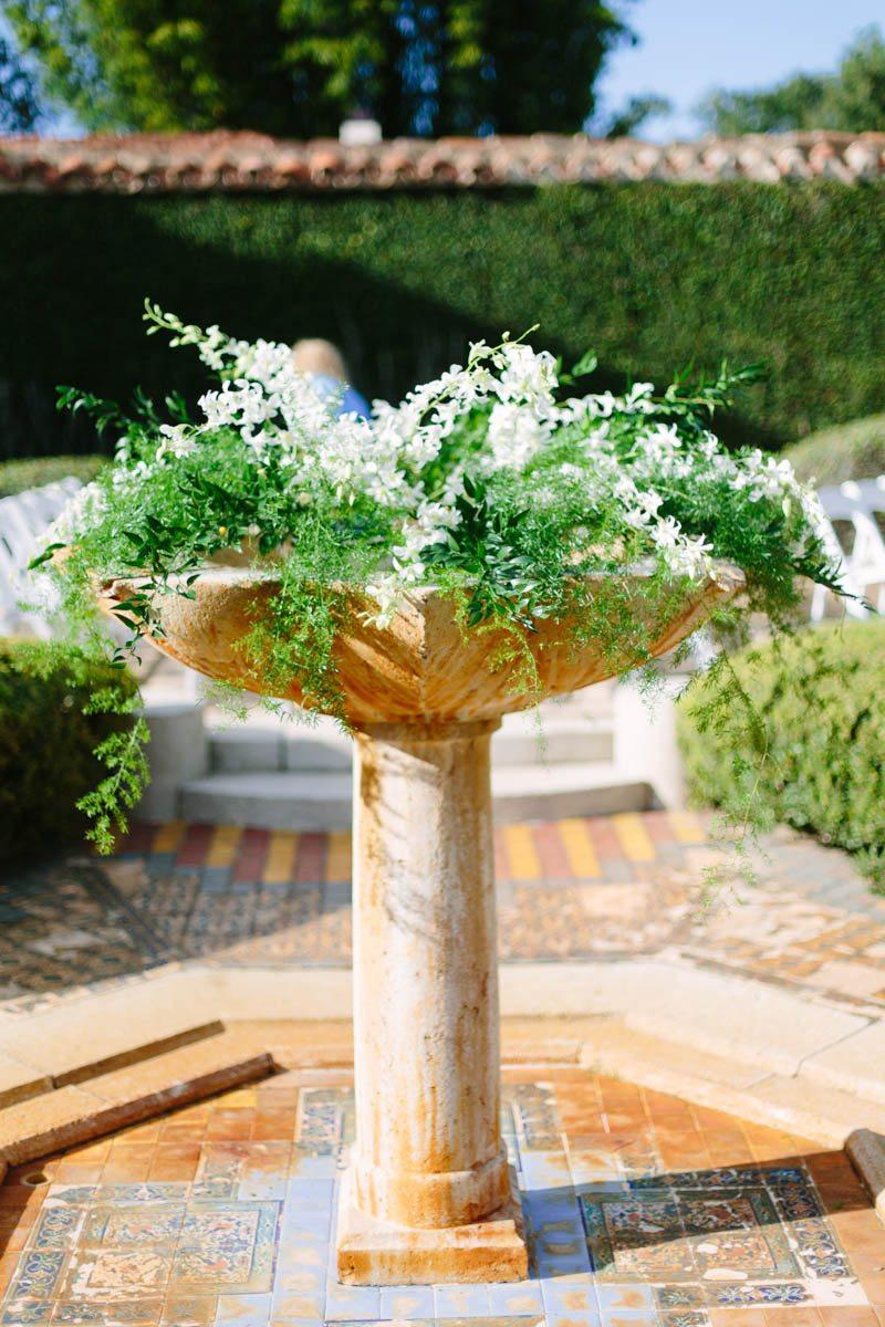 Superior Mountain Lake Wedding Venue Outdoor Floral Arrangements Mango Studios13