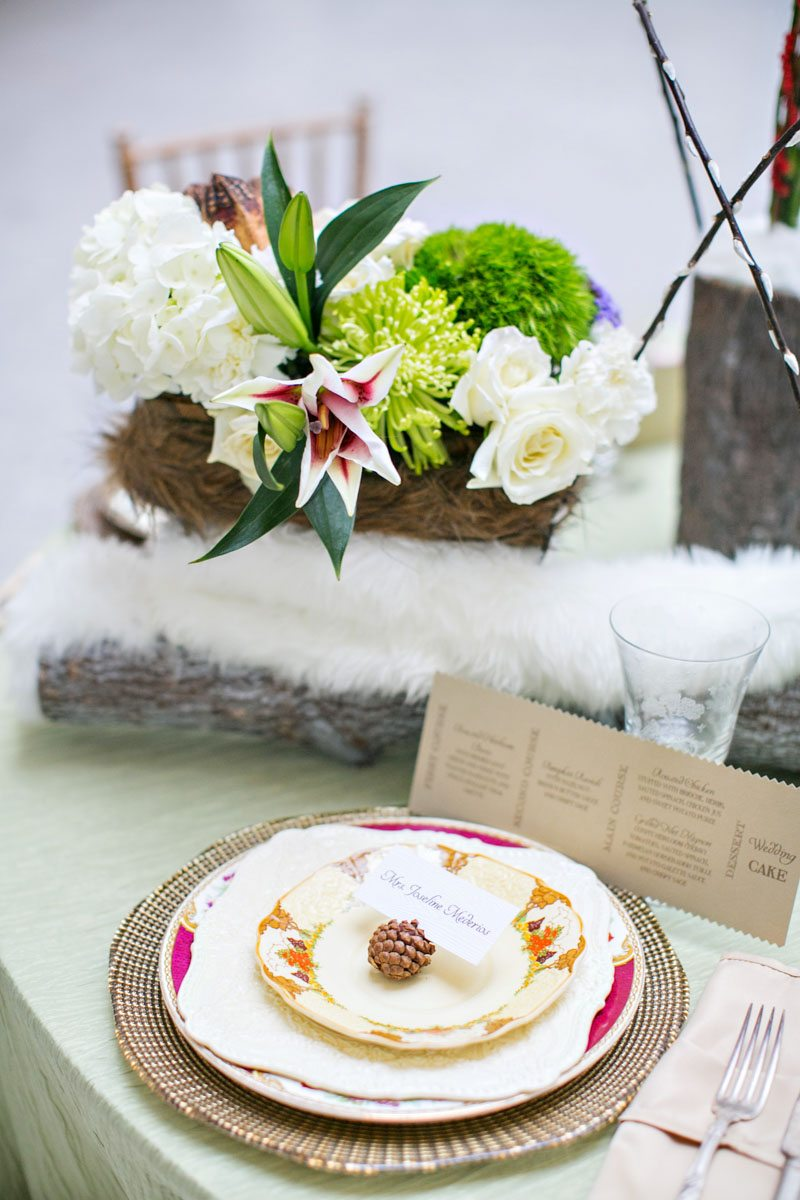 winter-wedding-wooden-table-centerpieces