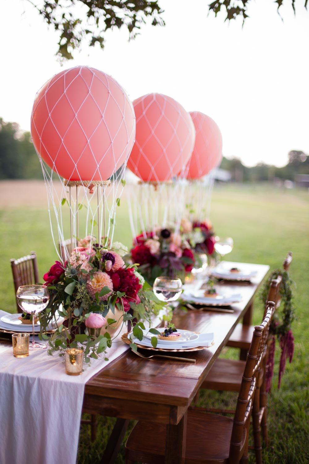 baloons-on-reception-table-chey-photography-sweet-meadow-95