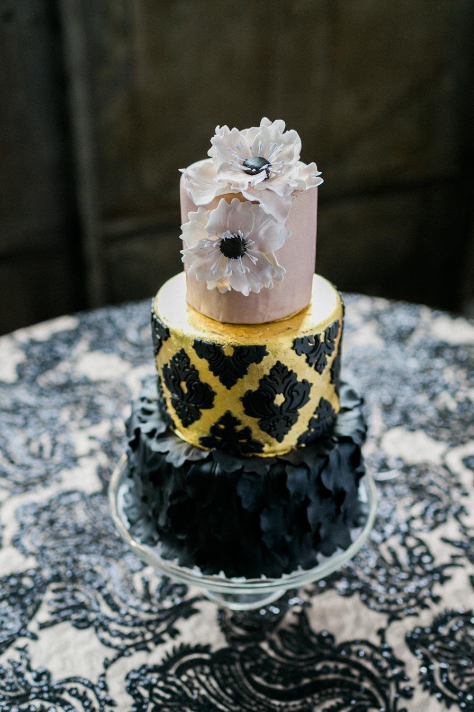 black-and-gold-cake-alexis-june-atlanta-daylight-studio-21