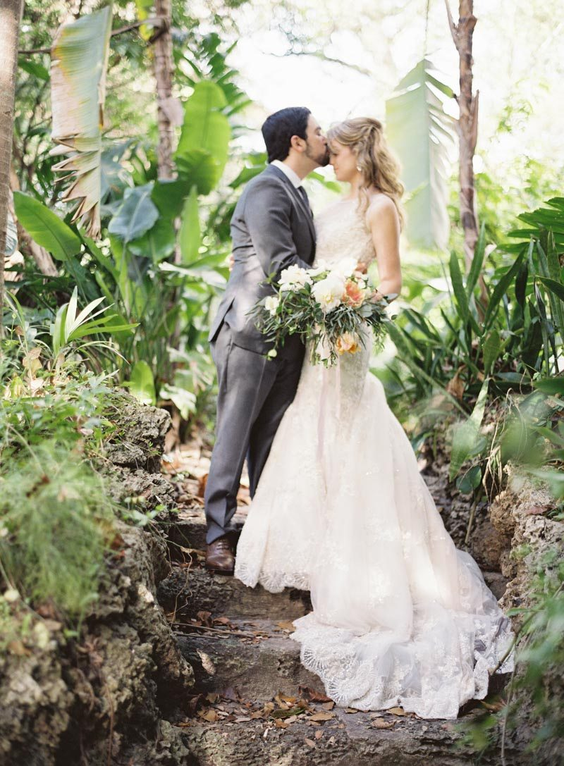 bride-and-groom-in-nature-ozzy-garcia-24