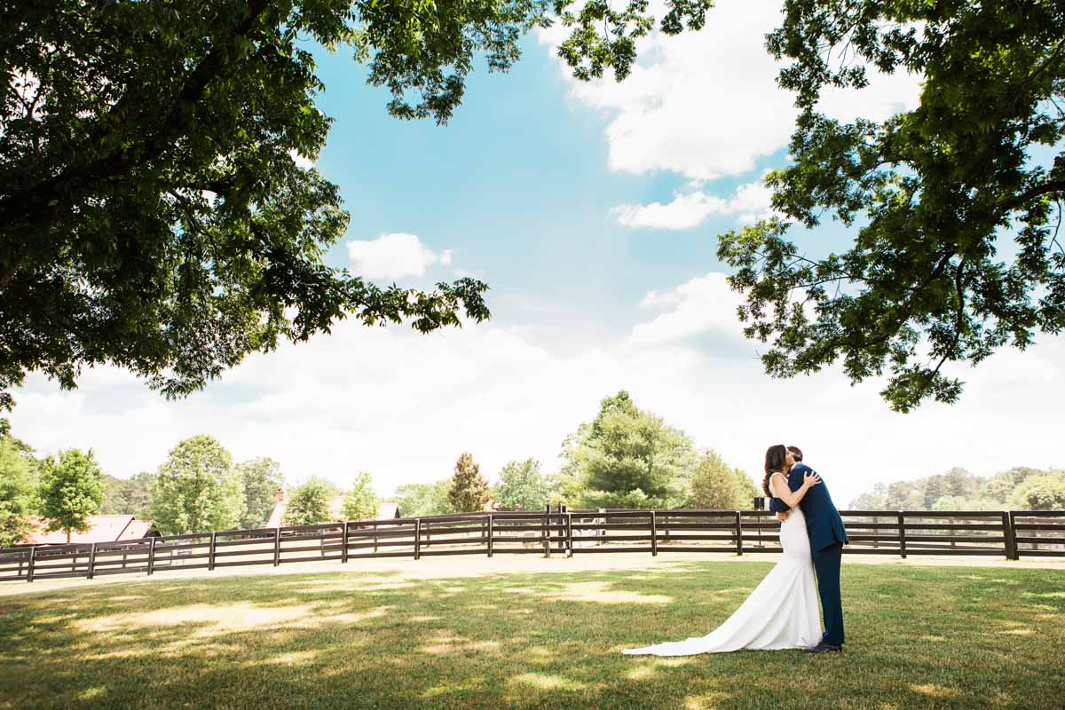 bride-and-groom-outdoor-vue-photography-25