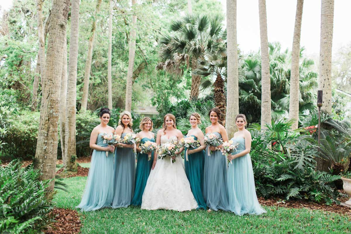 bridesmaids-blue-dresses-outdoor-brooke-images-16