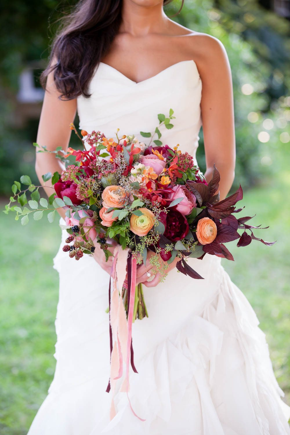 dark-maroon-red-pink-bridal-bouquet-chey-photography-sweet-meadow-54