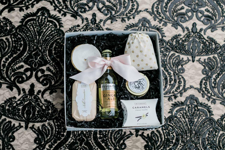 gift-box-alexis-june-atlanta-daylight-studio-9