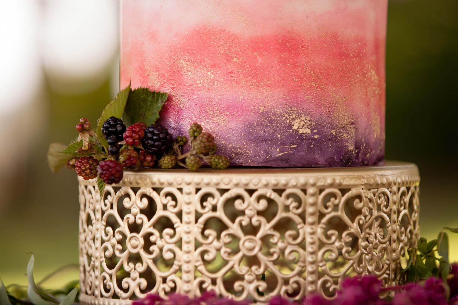 gold-cake-stand-chey-photography-sweet-meadow-15