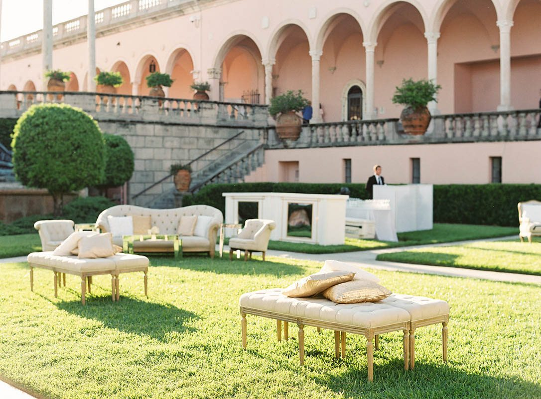 gold-outdoor-reception-couches-justin-demutiis-742