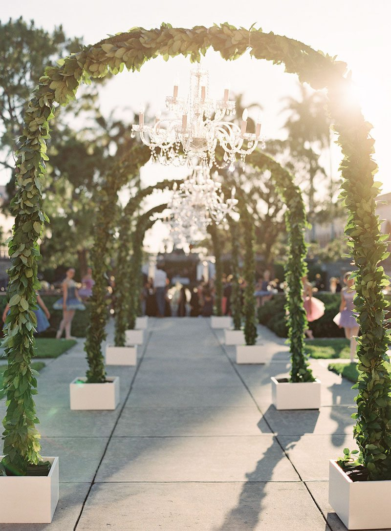 greenery-arch-reception-outdoor-justin-demutiis-750