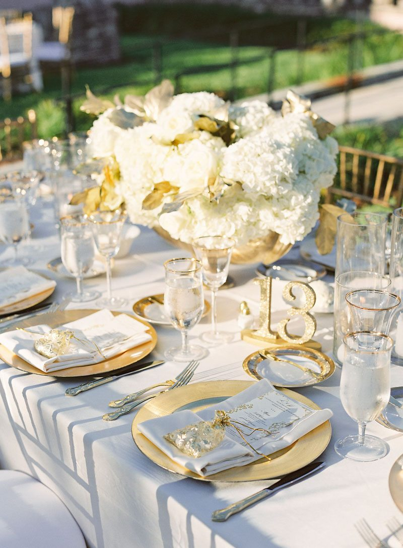 large-white-flower-center-piece-justin-demutiis-748