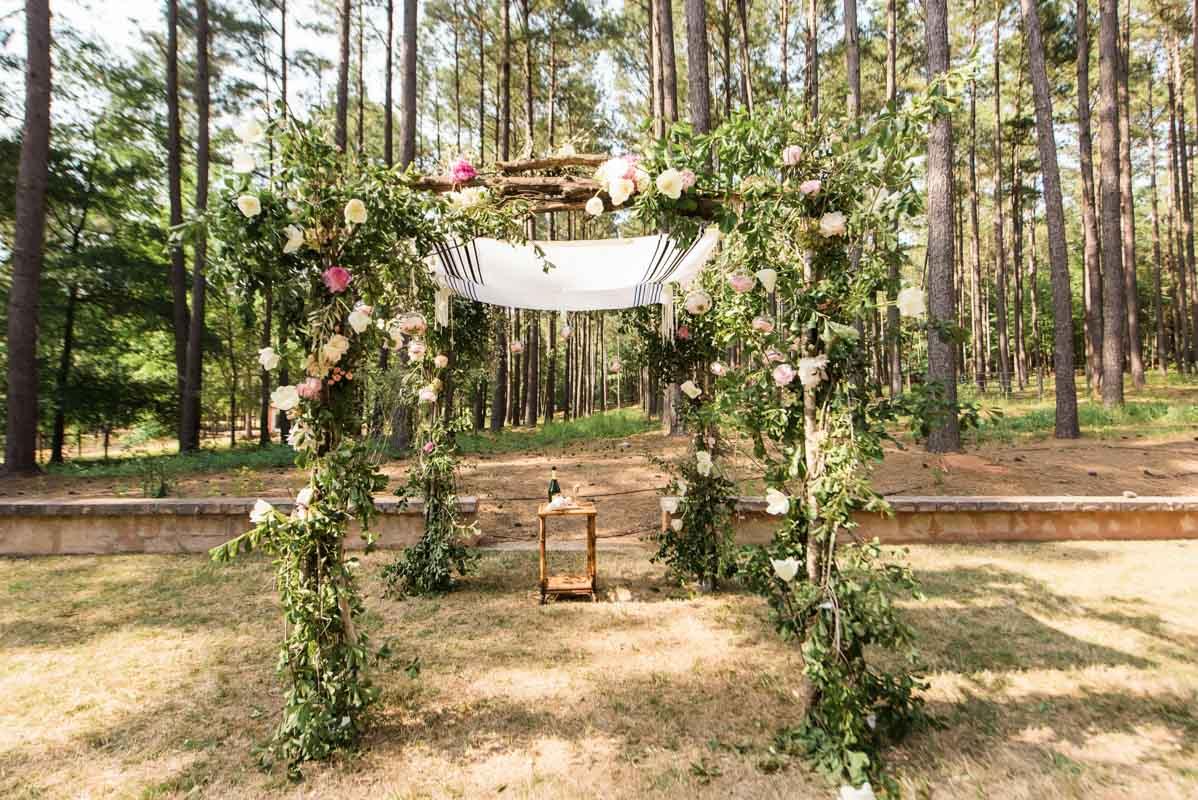 oudoor-alter-pink-flowers-vines-vue-photography-93