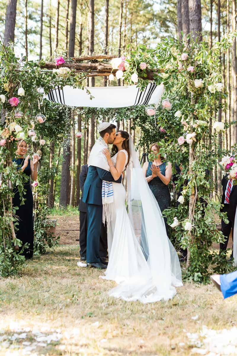 outdoor-ceremony-kiss-vue-photography-133