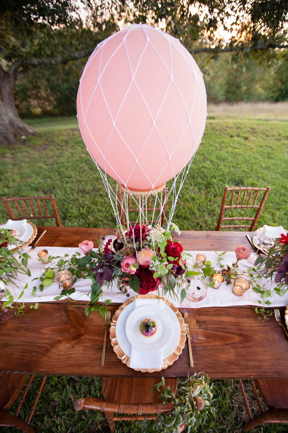pink-red-gold-table-settings-chey-photography-sweet-meadow-94