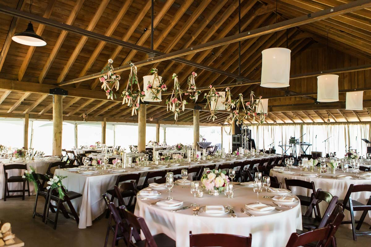 rustic-barn-reception-tables-vue-photography-97
