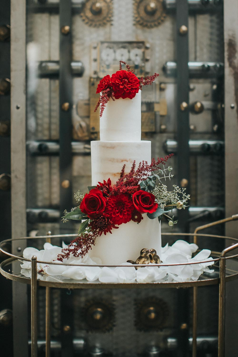 white-and-bright-red-cake-rad-red-creative-the-vault-93