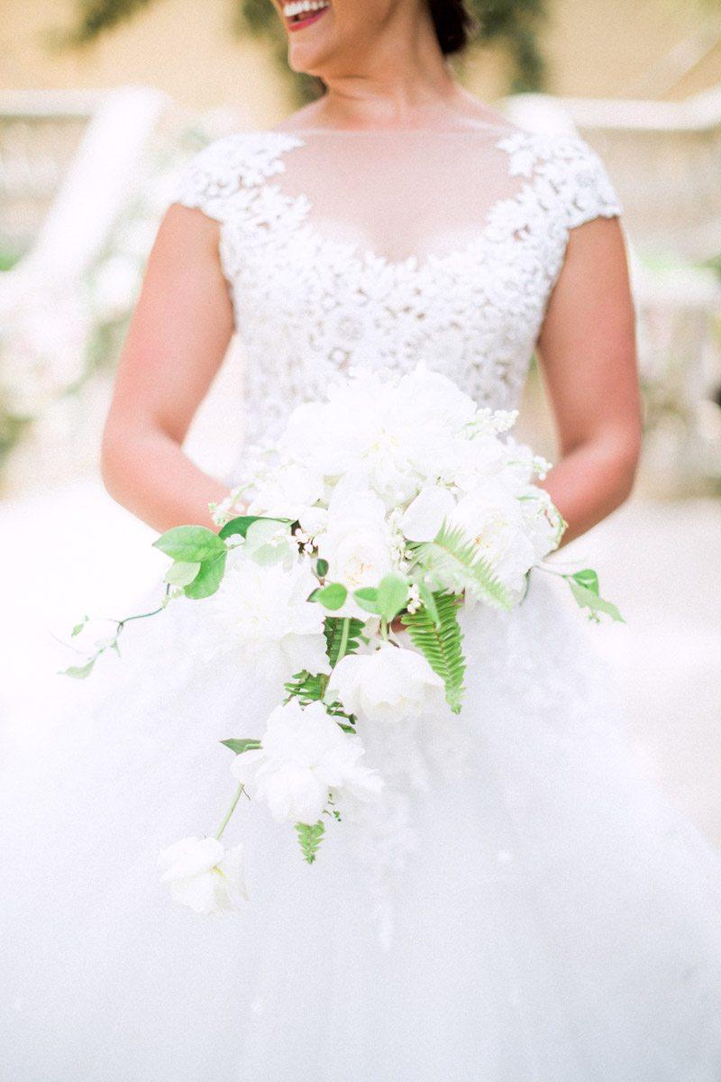 white-bridal-bouquet-hunter-ryan-32