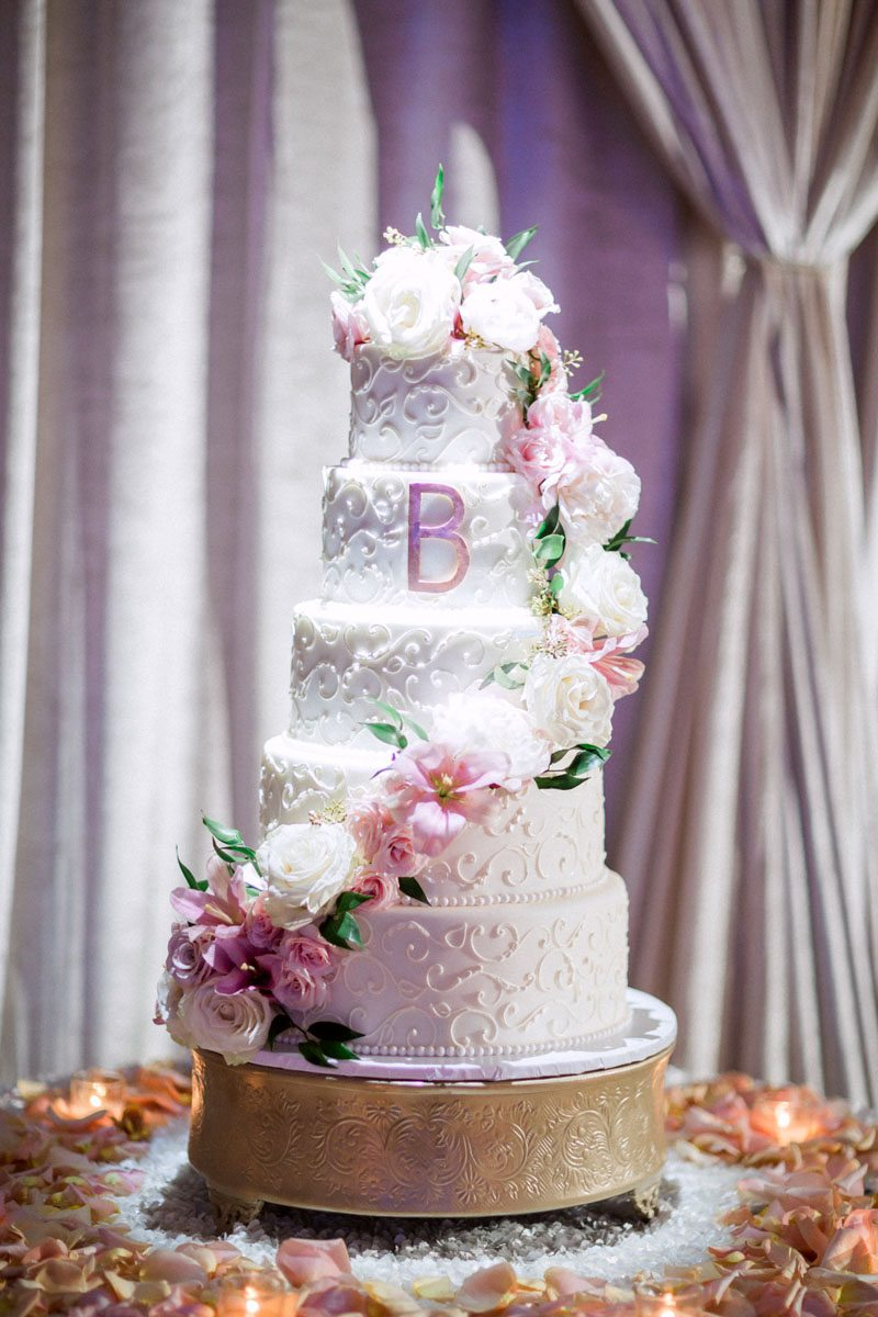 white-cake-with-pink-flowers-hunter-ryan-92