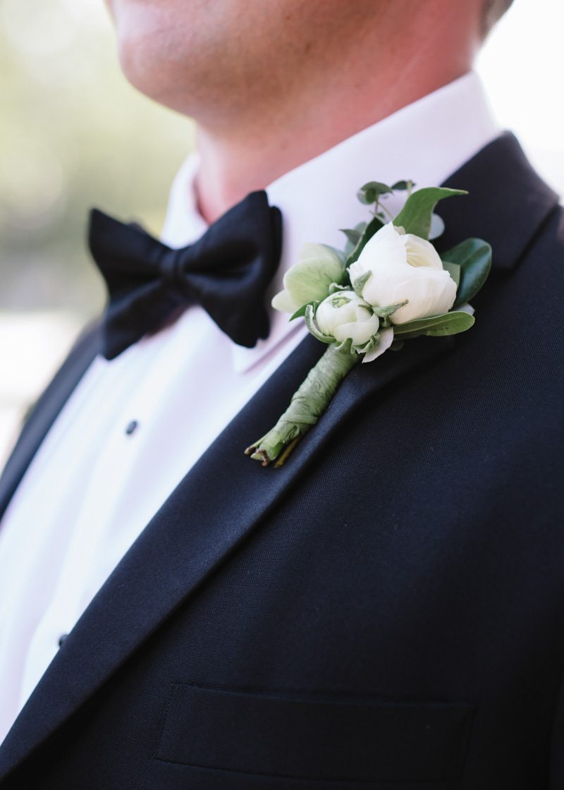 white-ranunclus-boutonniere-wedding-groom