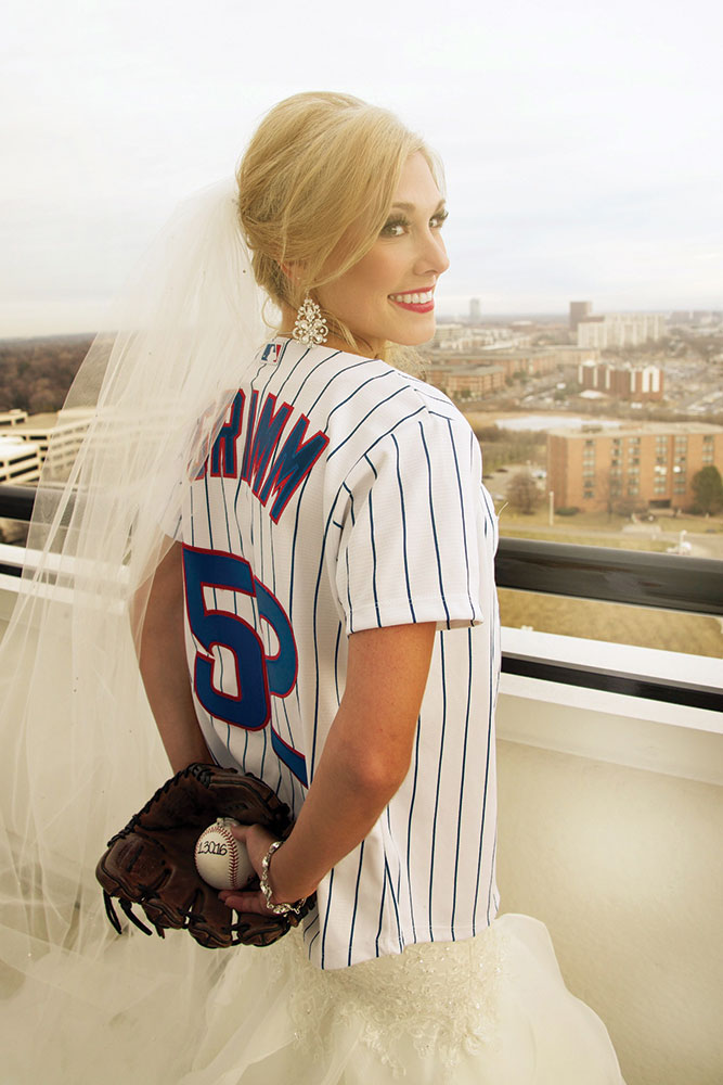Gorgeous bride in Cubs jersey