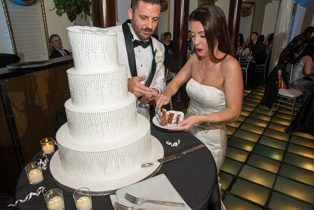 Clock NYE wedding cake