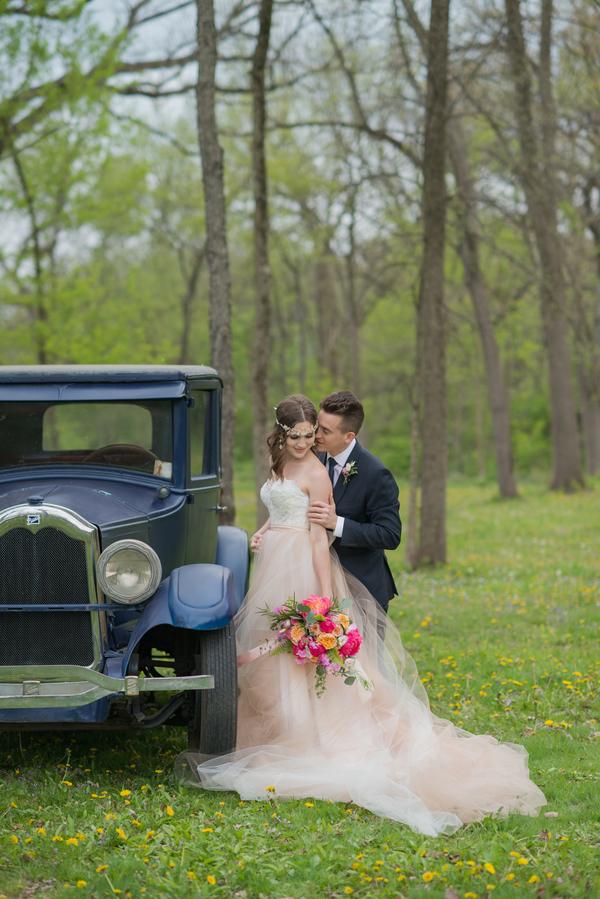 Vintage bride and groom wedding inspiration