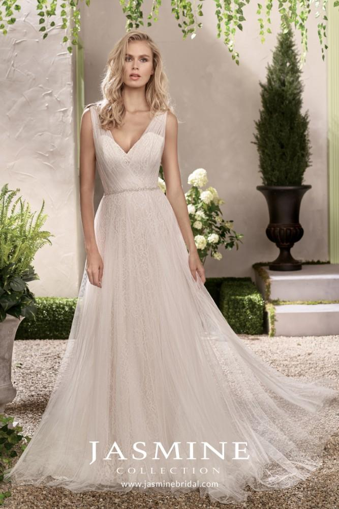 Valen Bridal in Grayslake, Illinois