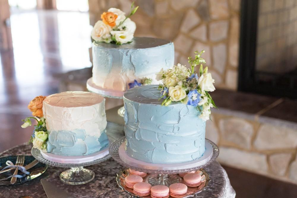 Dusty Blue Romance cakes