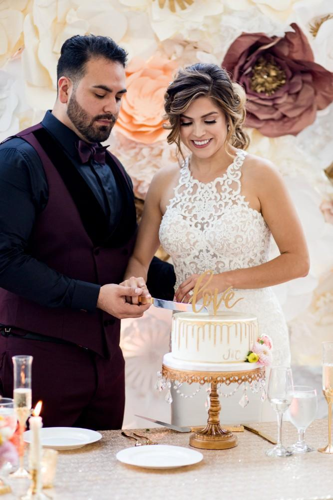 Claudia and Juan cutting cake