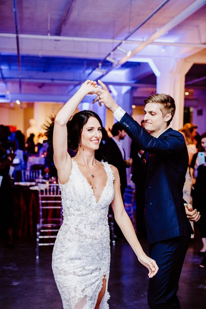big fake wedding first dance