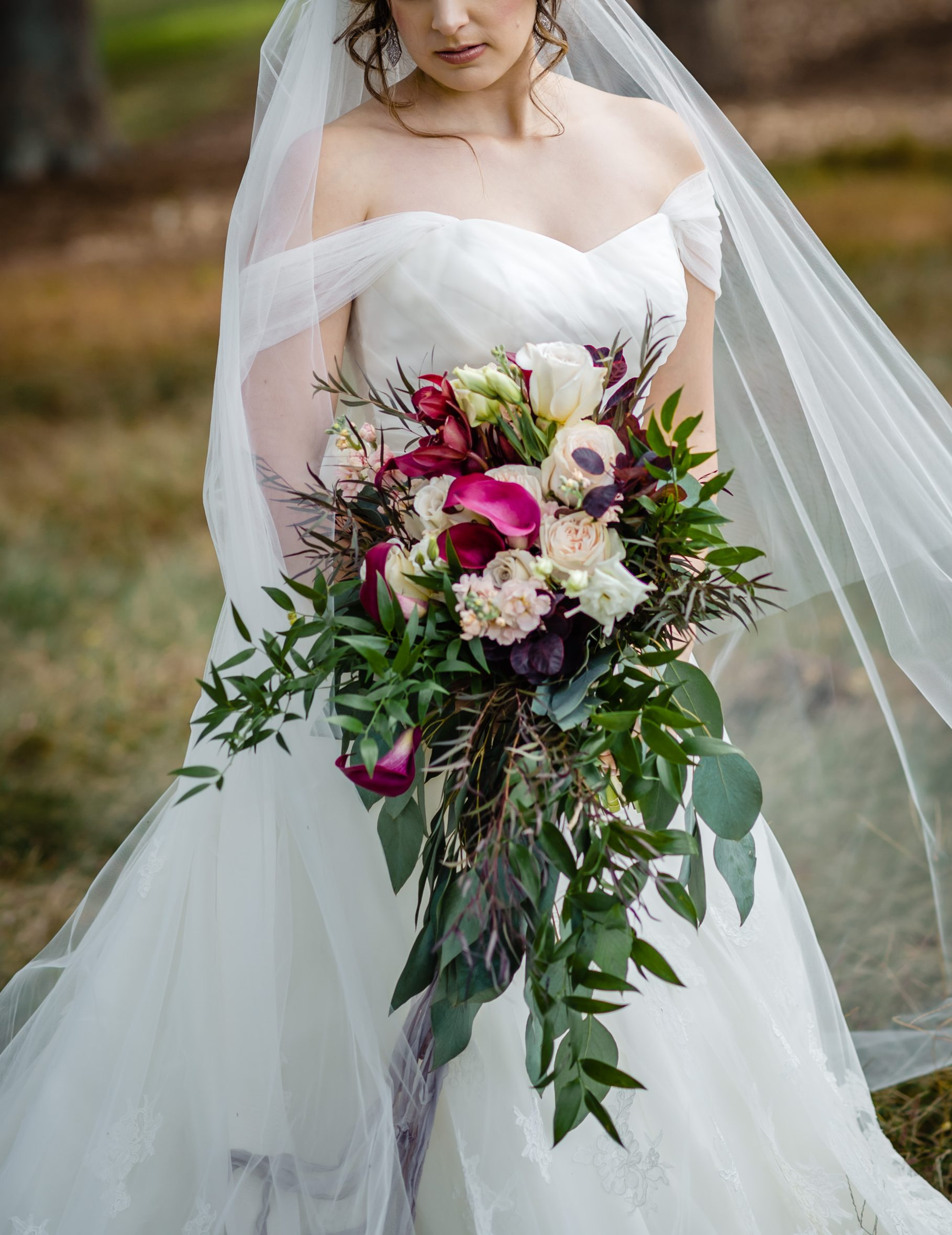 Bold Bridal Bouquet: How Much Does It Cost?