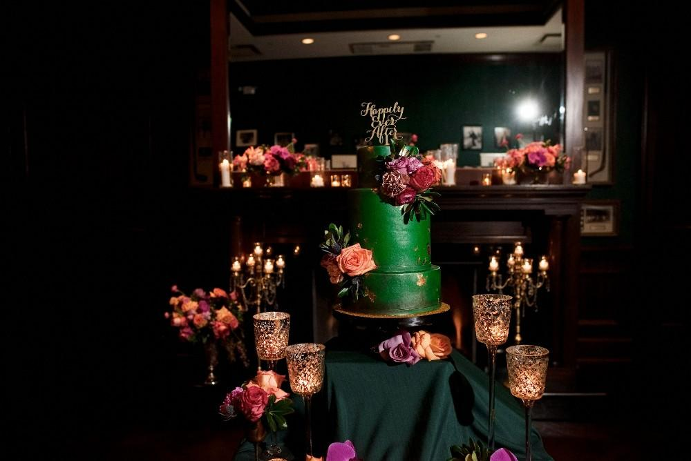 styled shoot the clubhouse wedding cake