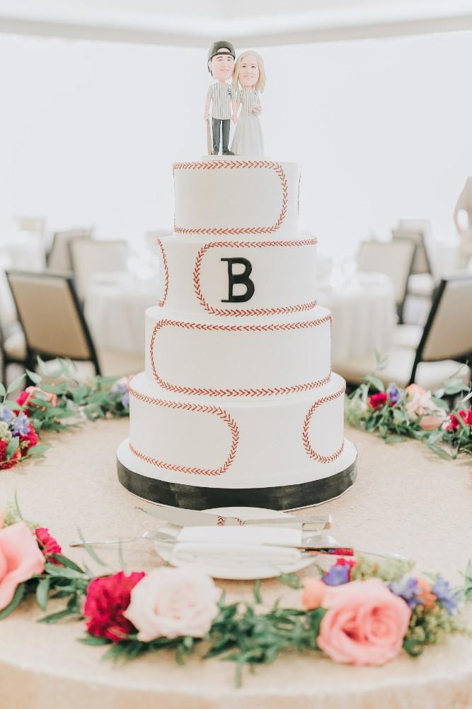 lindsey mike rolling green golf club wedding cake