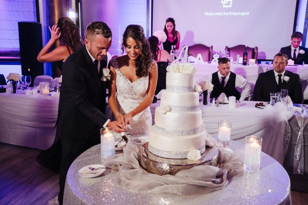 alexandra jacob franchesco's ristorante cutting wedding cake
