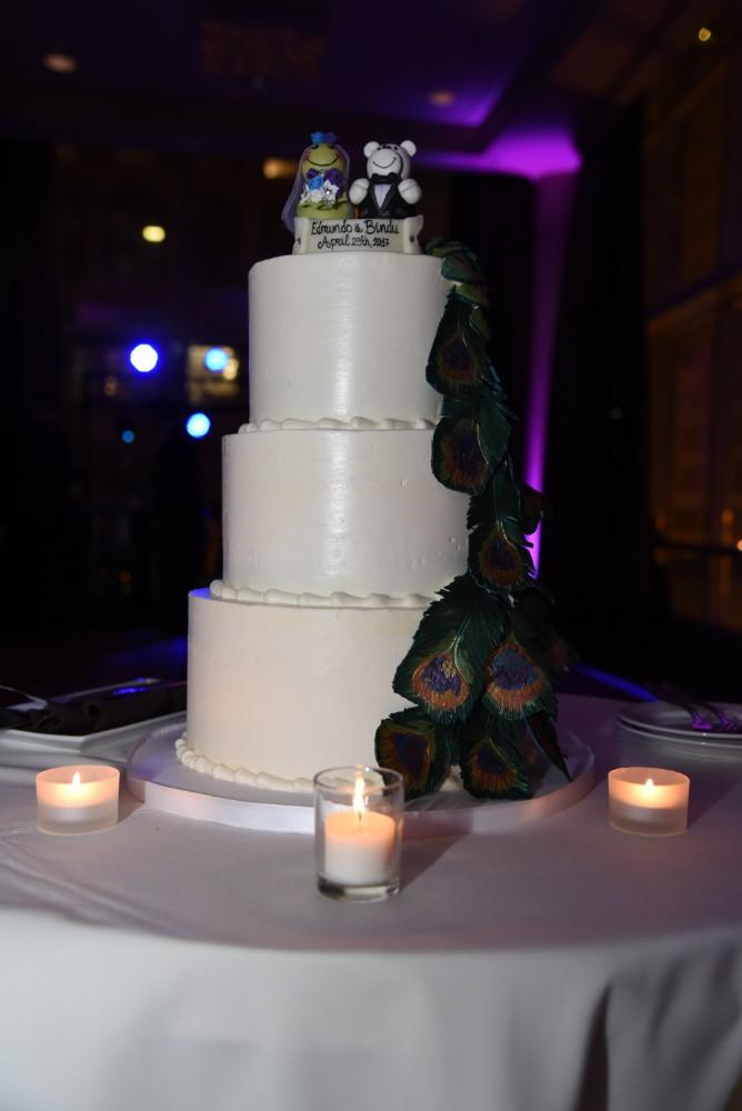 bindu ed thewhit wedding cake