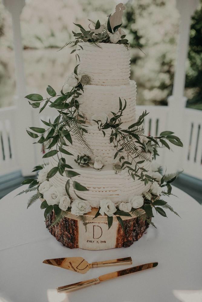 michelle ben wandering tree estate wedding cake