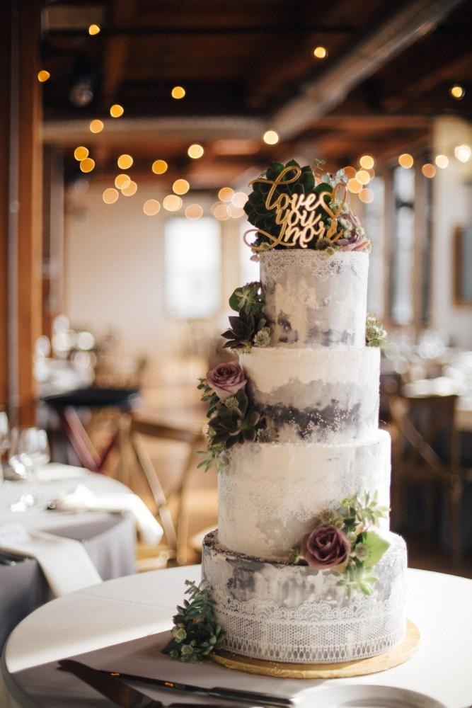 brittany greg ravenswood event center wedding cake