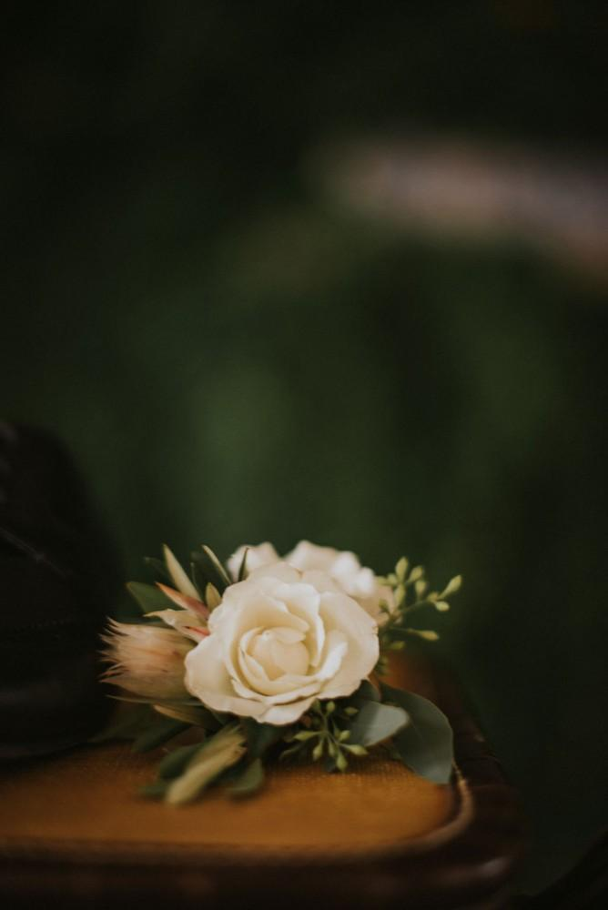 styled shoot vintage tuscany boutonniere