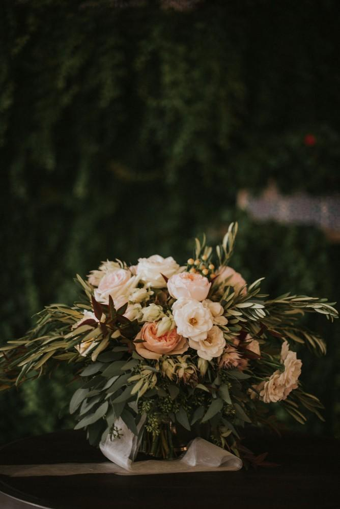 styled shoot vintage tuscany bouquet