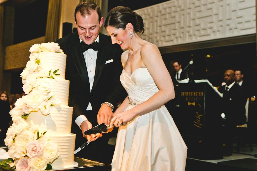annie mike the langham chicago cutting cake