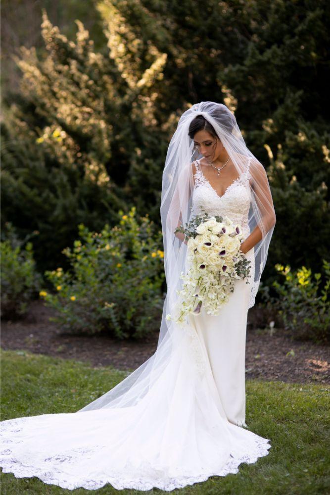 andrea matthew cotillion banquets bride with bouquet