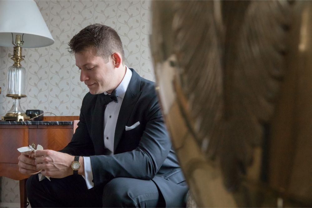 katrina drew the drake chicago wedding groom reading letter from bride