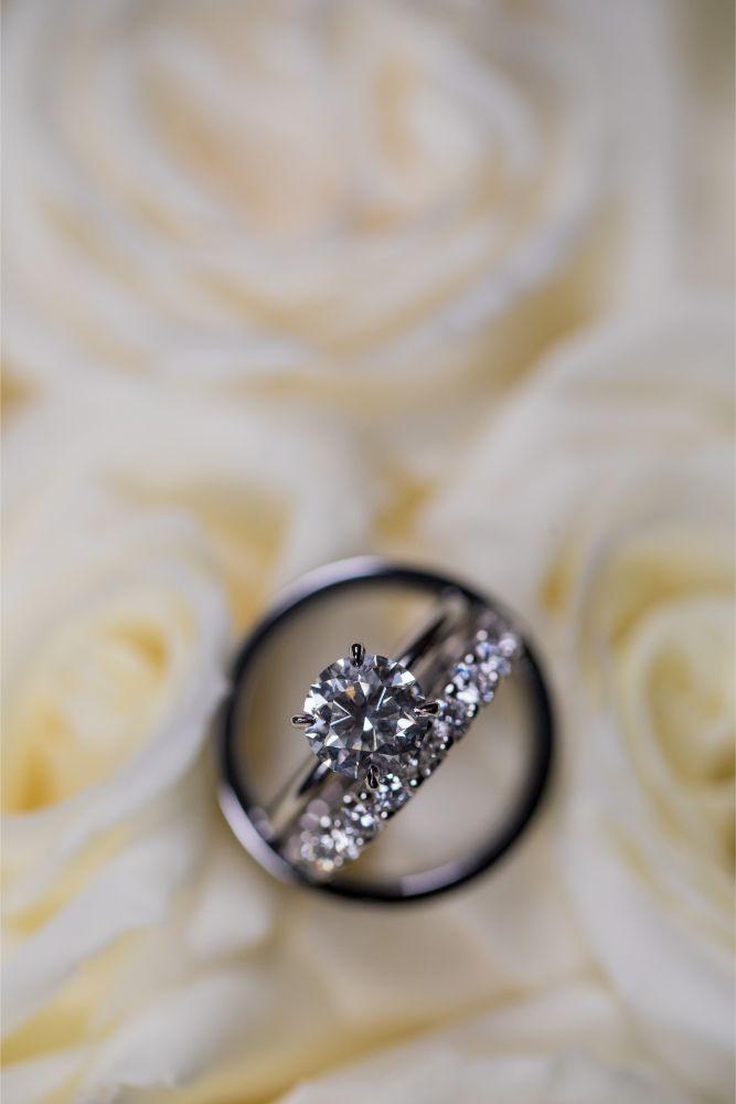 katrina drew the drake chicago wedding wedding rings in bouquet