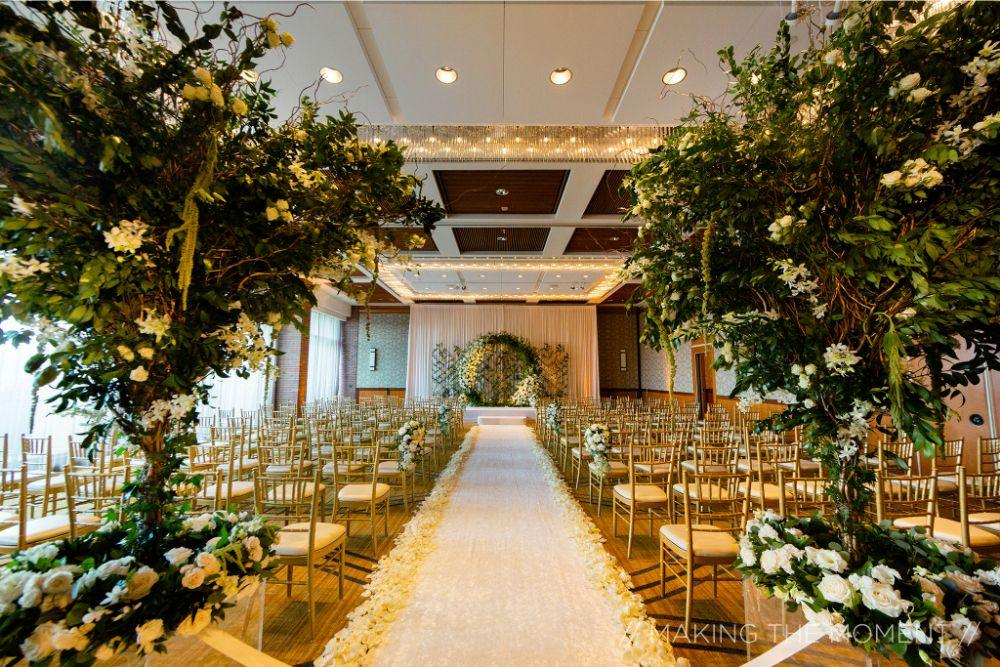 grace nicholas the hyatt lodge oak brook, IL wedding ceremony round floral arch