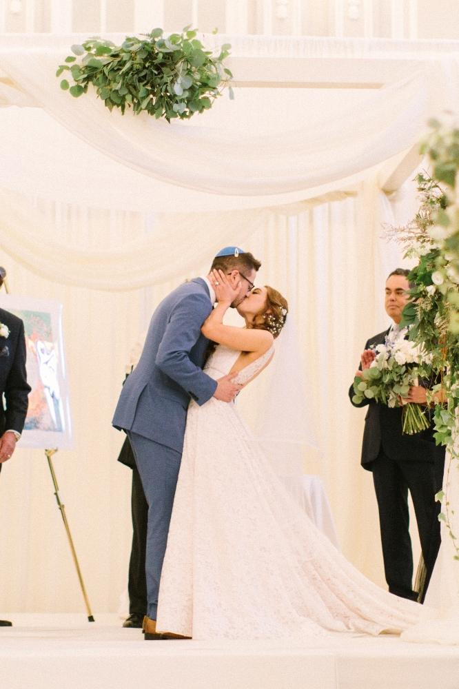 allie matthew the blackstone hotel chicago wedding first kiss
