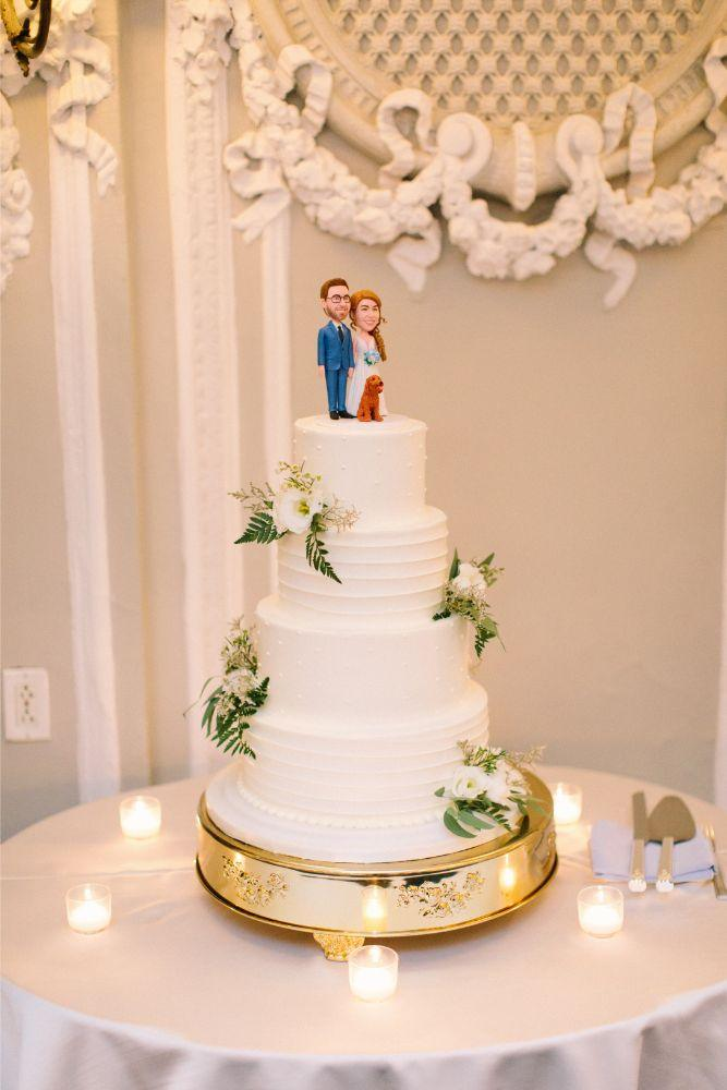 allie matthew the blackstone hotel chicago wedding cake with customized cake topper