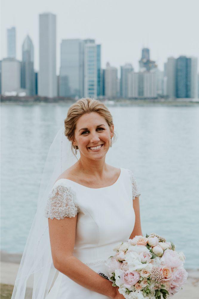 cassie ryan chicago wedding chicago marriott southwest at burr ridge bride with bouquet