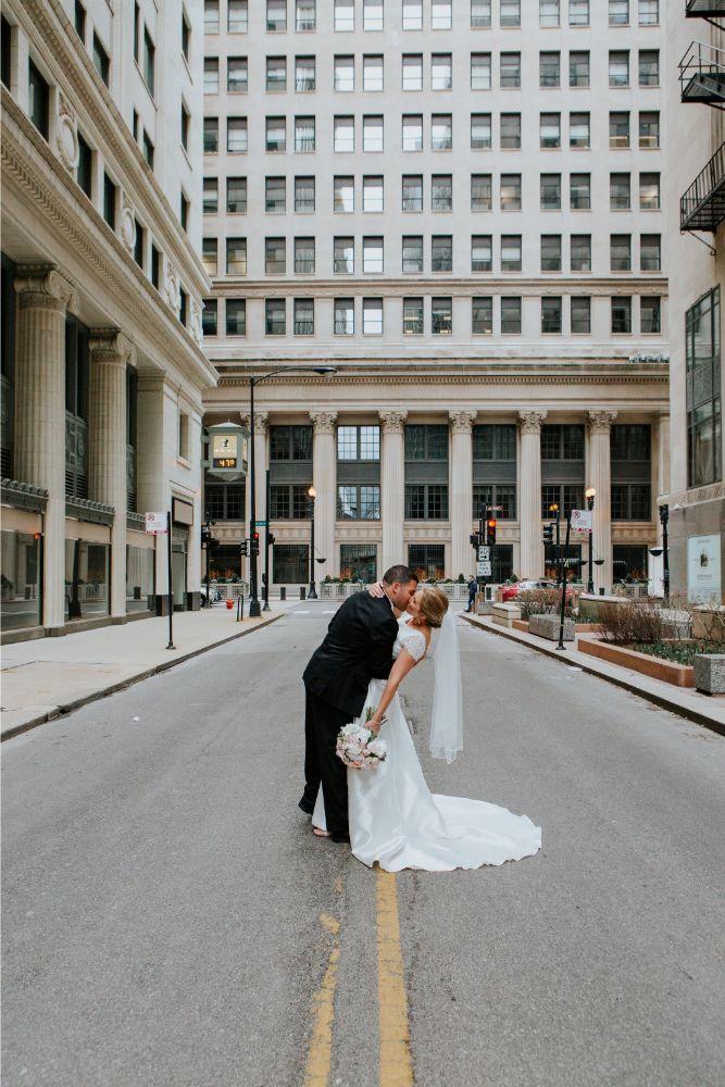 cassie ryan chicago wedding chicago marriott southwest at burr ridge chicago wedding photography bride and groom