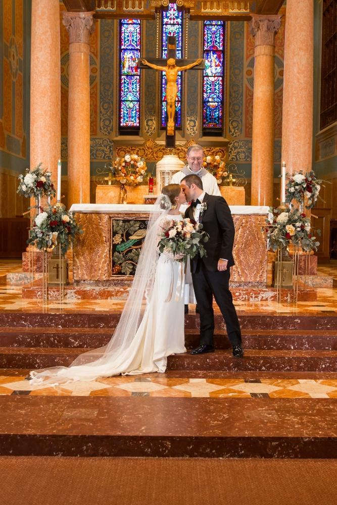 tessa jack carleton of oak park chicago wedding first kiss