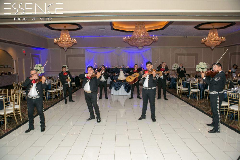 vanesa leonardo cotillion banquets chicagoland wedding mariachi band